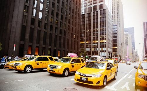 旅游常用英语口语对话:打车.jpg