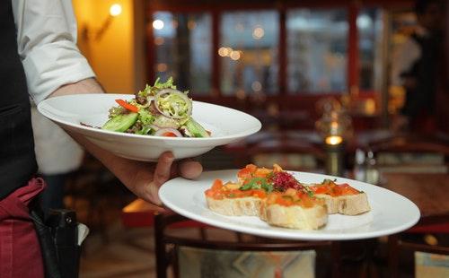 旅游常用英语口语对话:餐厅.jpeg