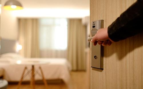 出国旅游常用英语口语900句大全:客房服务2.jpeg