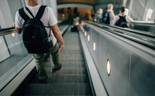 出国旅游常用英语口语900句大全(6):登机口语3.jpg