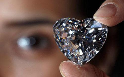 日常英语-最穷国家挖出超大钻石4.jpg