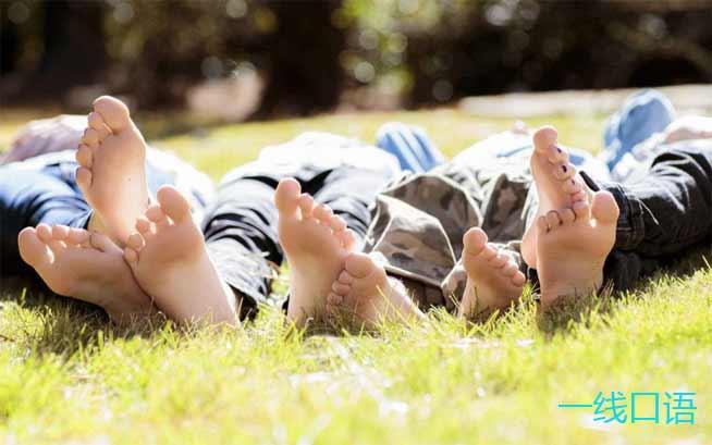 英语口语:feet是什么意思?要从foot说起 (1).jpg