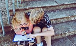 少儿英语学习从启蒙到精通,家长应该在怎么做?